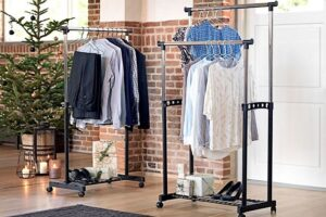 Преимущества напольных металлических вешалок для одежды